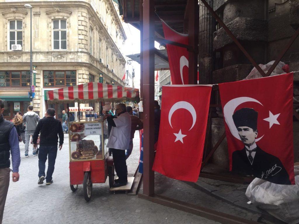 רחוב באינסטנבול טורקיה -עו