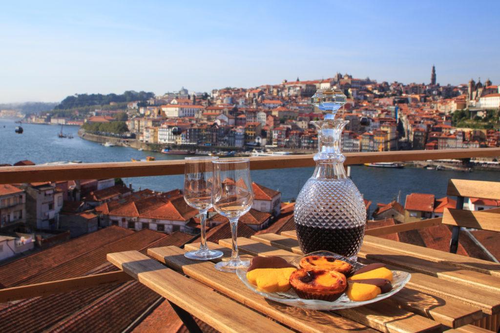 בקבוק ין בנוף של פורטוגל - עו